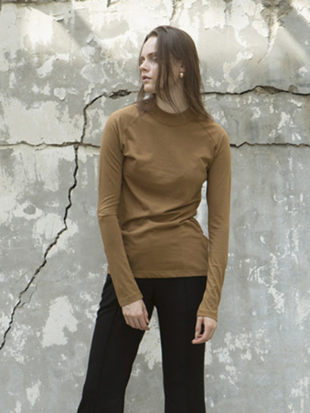 17FW HALF NECK SLIM TOP CAMEL