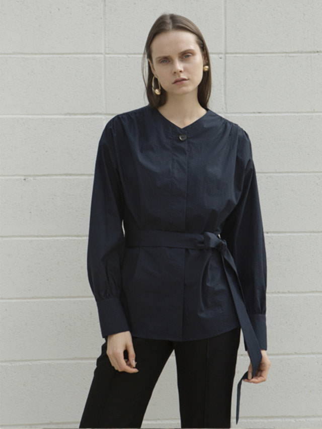 17FW ROUND V-NECK BELTED BLOUSE NAVY