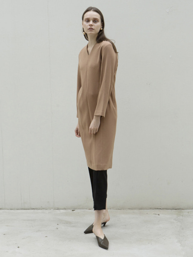 17FW V-NECK LINE LONG DRESS CAMEL