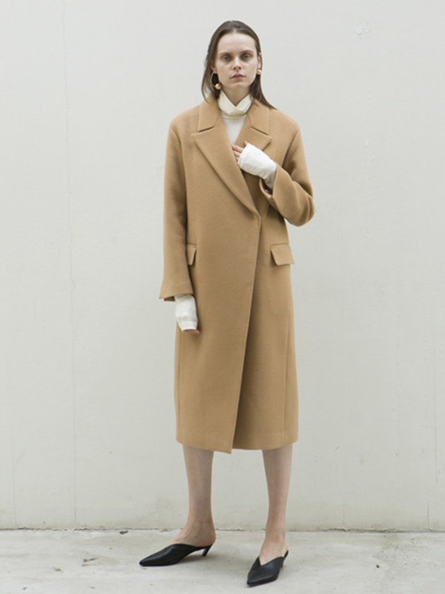 17FW PEAKED COLLAR LONG COAT BEIGE