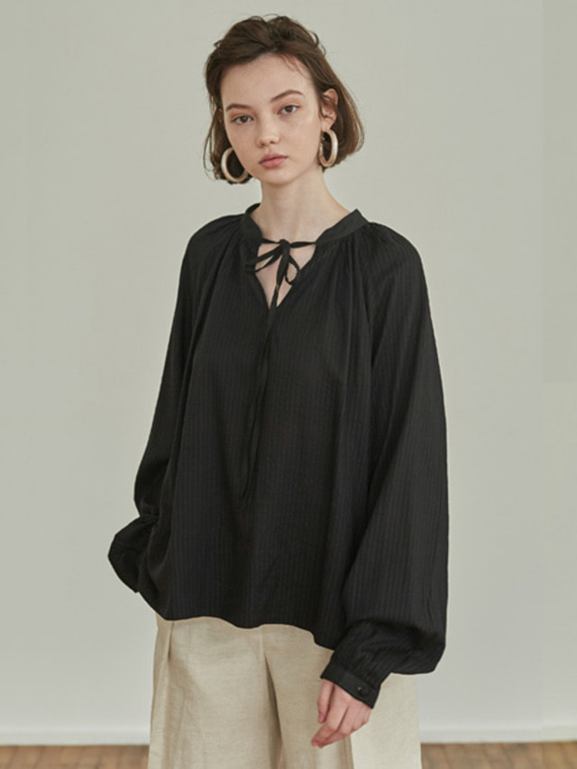 [MOHAN]18SS SHIRRING NECK TIE BLOUSE BLACK