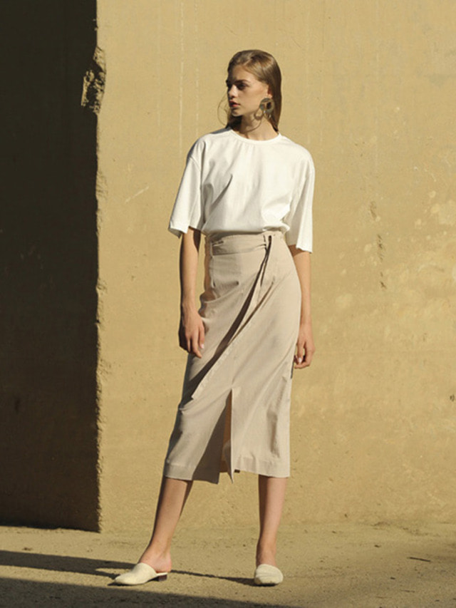 [MOHAN]BELTED SLIT LONG SKIRT BEIGE
