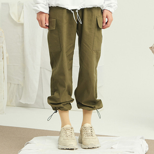 [13MONTH] STRING WIDE CARGO PANTS KHAKI